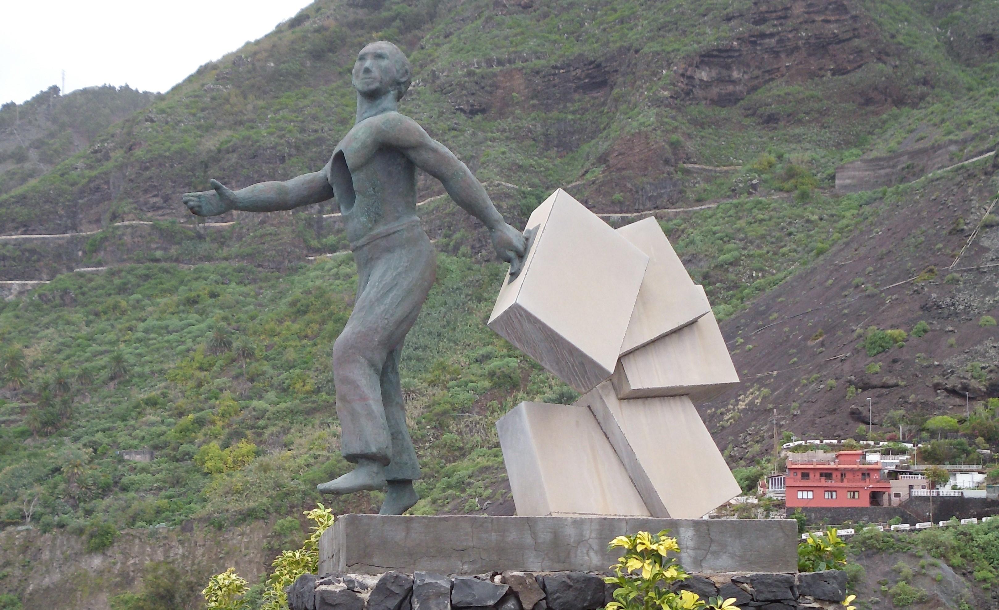 Estatua del emigrante en Garachico