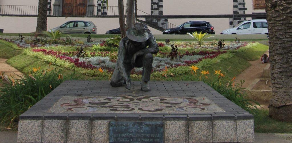 Estatua de alfombrista en La Orotava