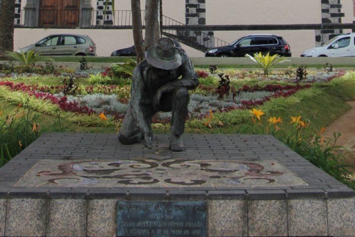 Upholsterer statue in La Orotava