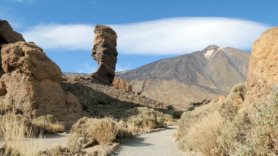 Cheminée volcanique devant le Teide