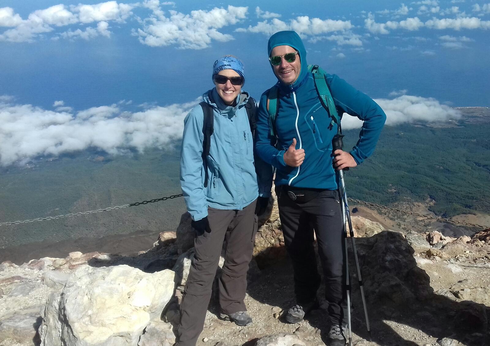 randonneurs souriant au sommet du Teide
