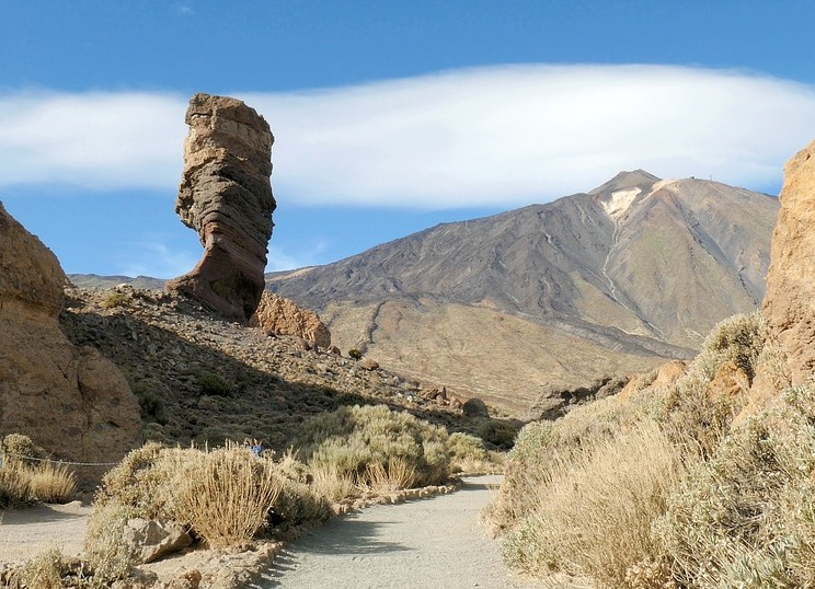 pathway of Roques de García en Teide national park